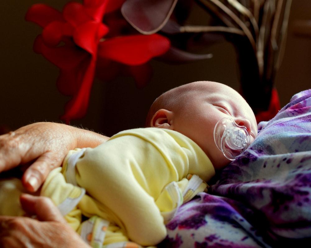 beba-žuti-bodi